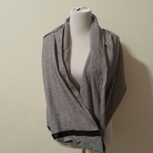 Lululemon Vinyasas gray & black scarf/wrap